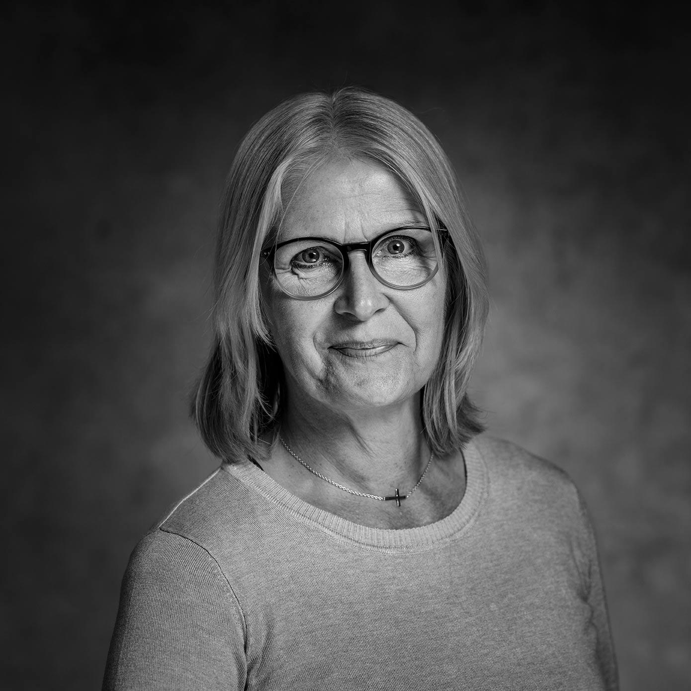 Ingrid Åkesson, Ekonomiassistent