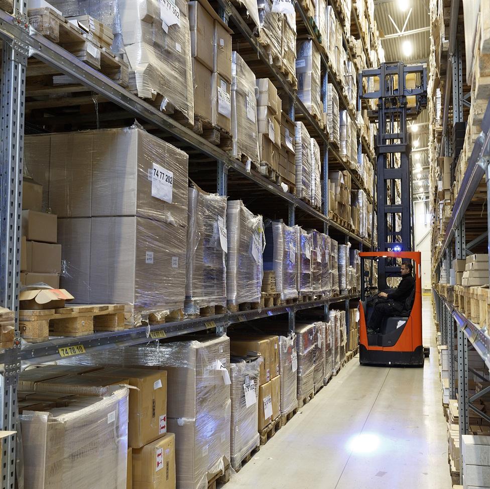 Höglyftande truck för lönsammare logistik